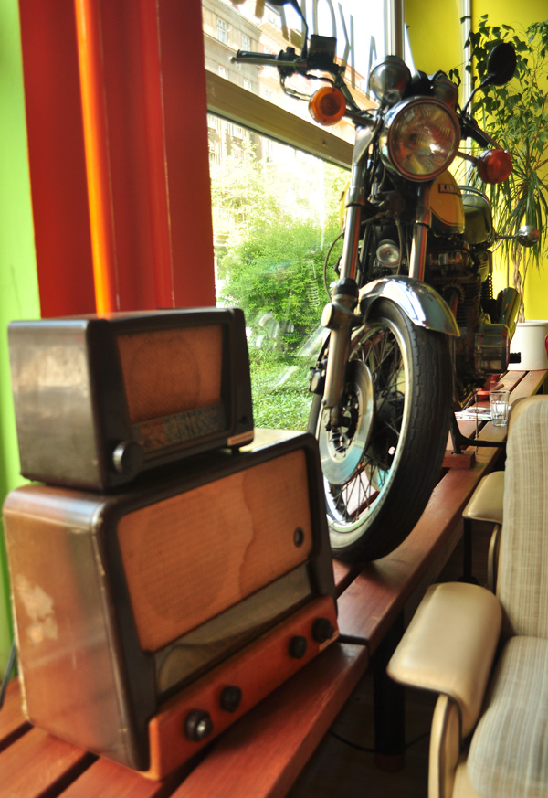 cb-motorcafe-02